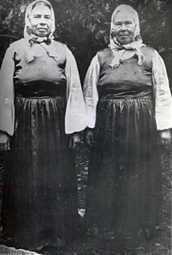 Клавдия Камнева (справа) и Мария Ильинична Илюшкина (слева).