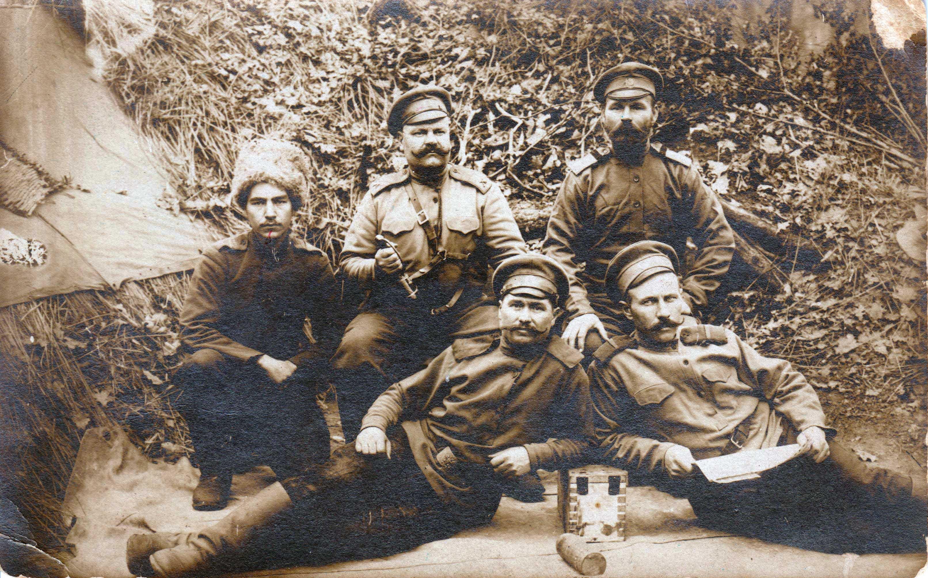 Артемий Игонин (в верхнем ряду, в середине).