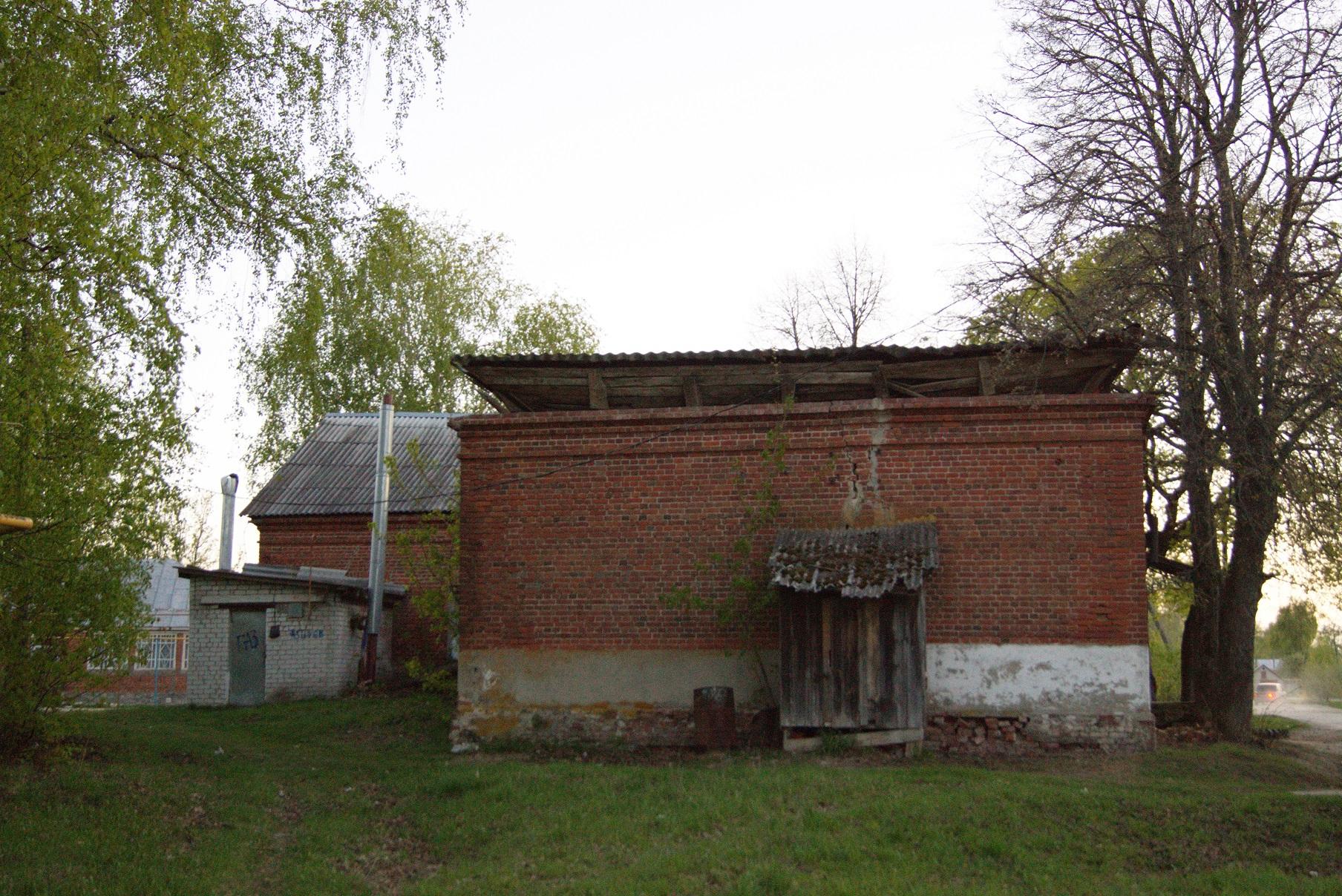 Здание бывшей земской школы в Исадах (ныне сельский клуб). Вид с востока. 2015.